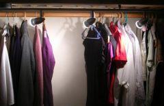 eclairage du dressing sous la mezzanine perlequiroule ou les cr ations de karine l. Black Bedroom Furniture Sets. Home Design Ideas